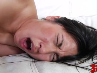 Mia Li Gives Massage And Ride Fixed Cock