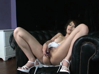 Another stunning Japanese babe in several top squirting scene!