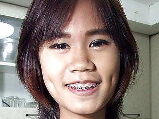 Flat Bowels Thai Girlette On Public Display