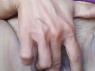 Thai slut plays involving pussy