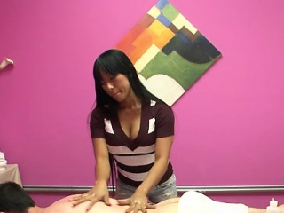 Hottest masseuse ever takes happiness in rubbing a client
