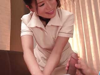 Nana Nakamura gives massage and receives bushwa in return