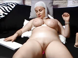 7:29 SAUDI ARABIAN WOMAN SHOWS The brush SHAVEN PUSSY