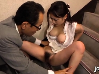 Awesome babe gets in the matter of and gives an fantastic blowjob