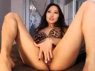 layman kittennischeeky fingering herself on live webcam