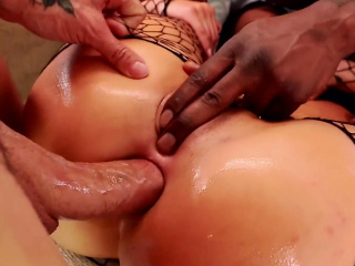 London Keyes & Mena in sloppy DP