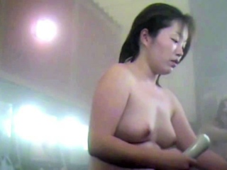 Hot Mom In Be transferred to Bathhouse