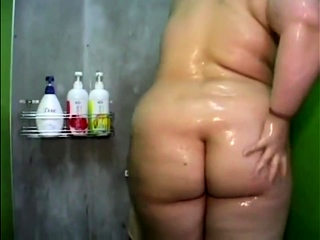 Eurasian BBW Takes A shower